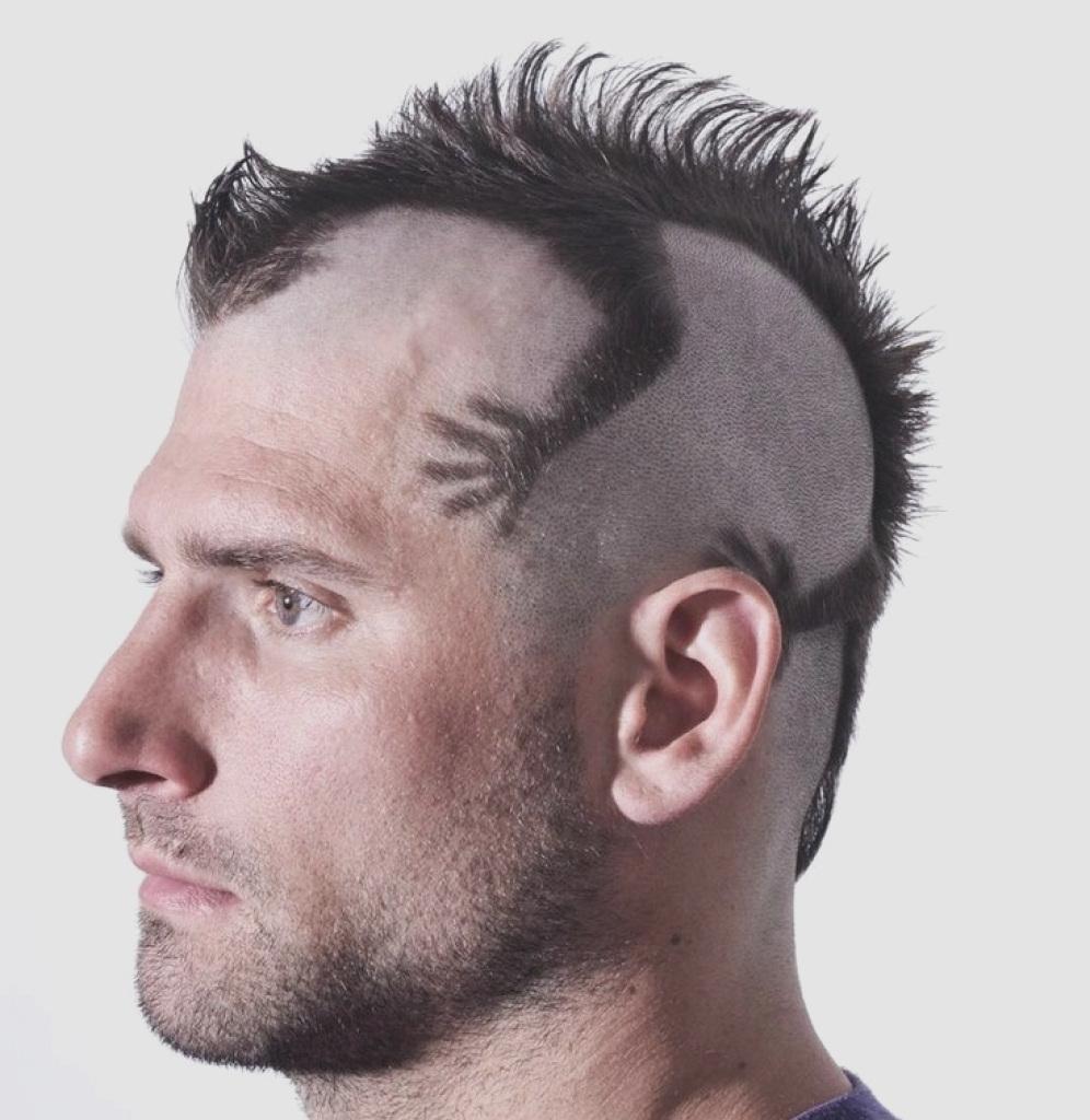 Tóc cắt kiểu thạch sùng bám đầu trông dị cực kỳ