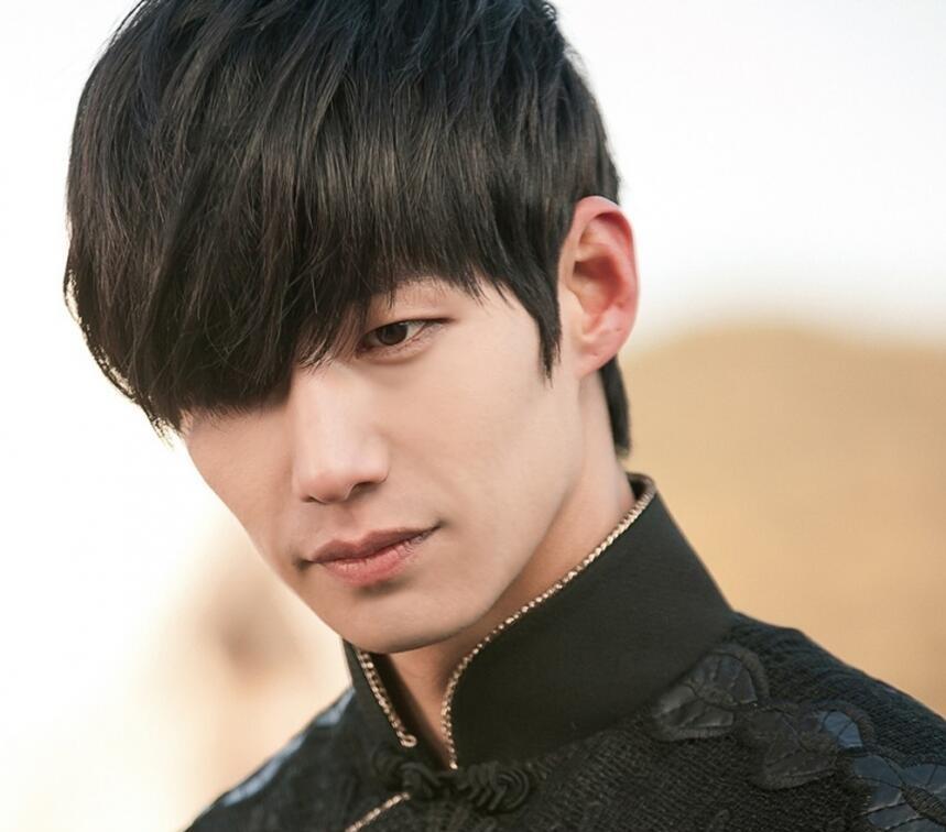 Tóc dài cho nam phù hợp với người châu Á nhìn rất đẹp