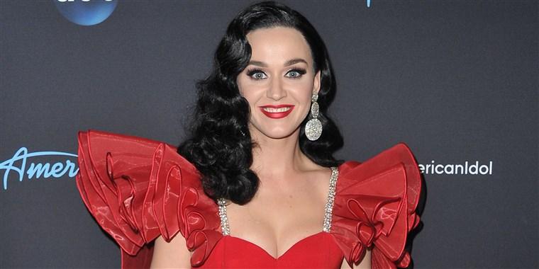 Tóc dài làm xoăn của nữ ca sĩ Katy