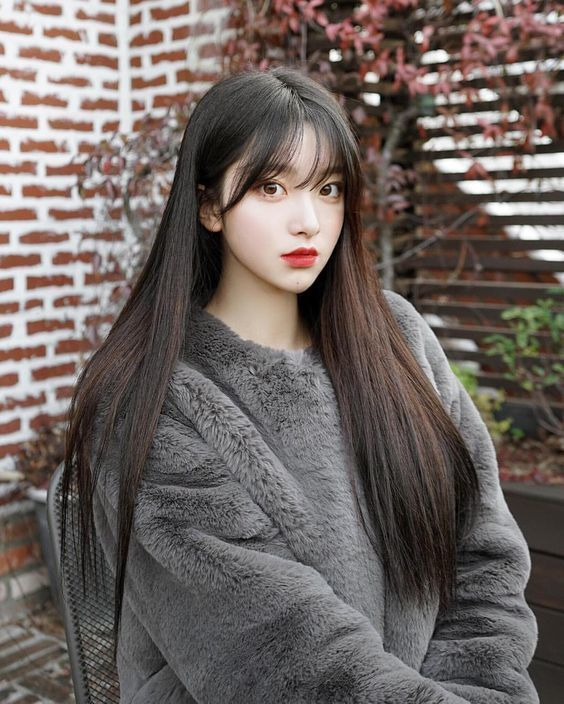 Tóc dài thẳng mái thưa dành cho nữ