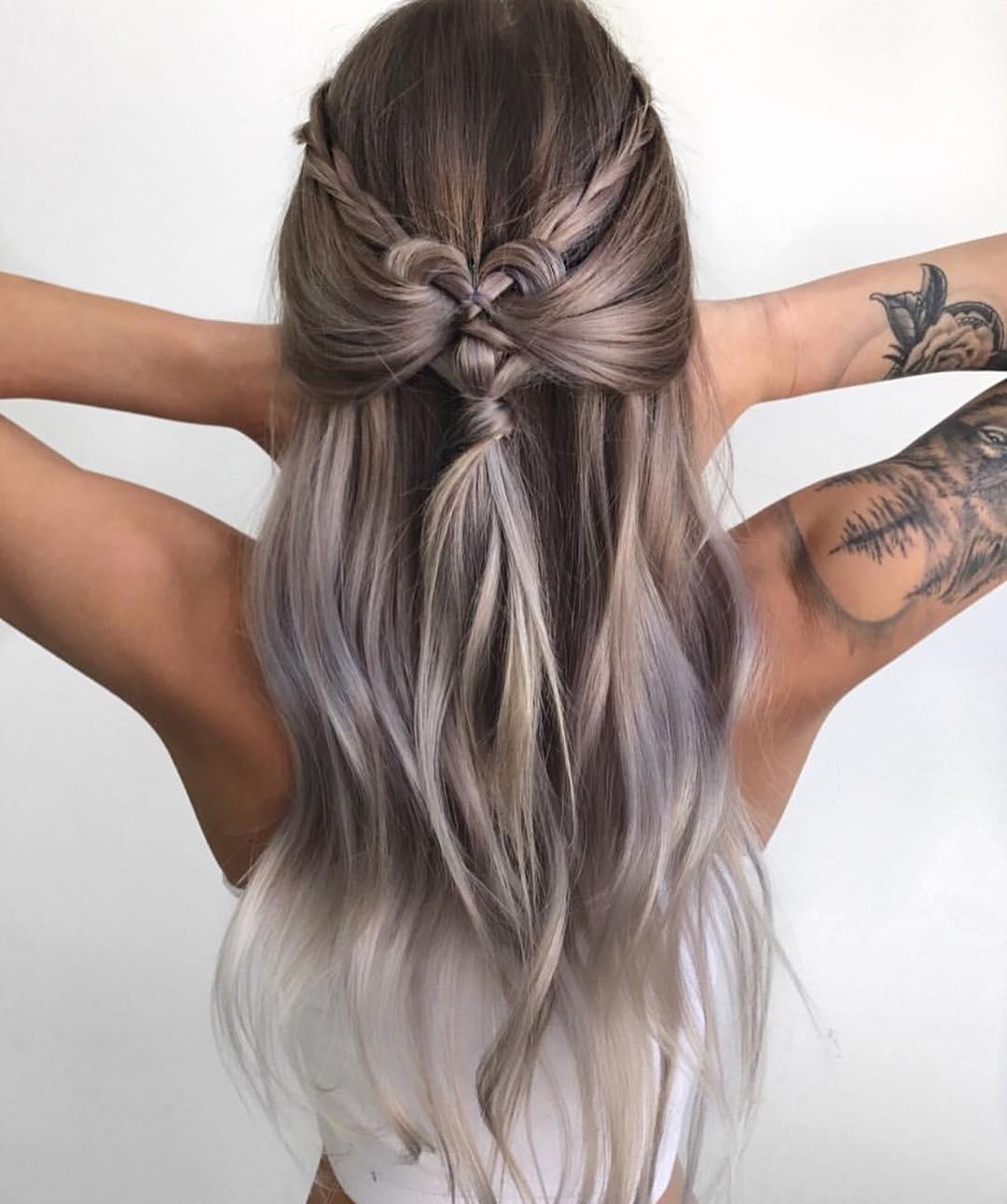 Tóc dài uốn nhẹ bện tóc với kiểu dáng mới lạ
