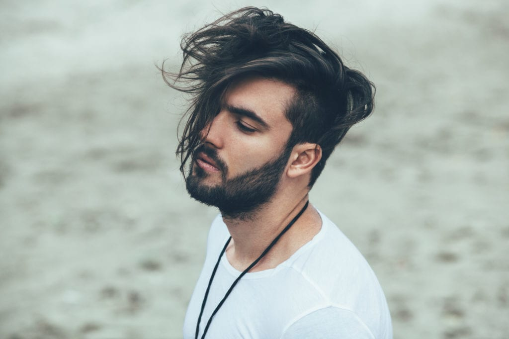 Tóc kiểu fade cho nam kèm với râu quai nón