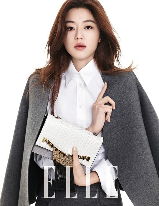 Tóc xõa ngang lưng uốn cong nhẹ nhàng, kiểu tóc Hàn Quốc dành cho nữ