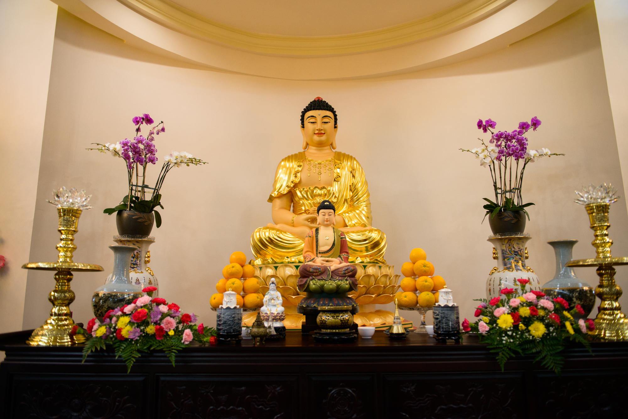Hình ảnh ban thờ Phật bày biện rất đẹp