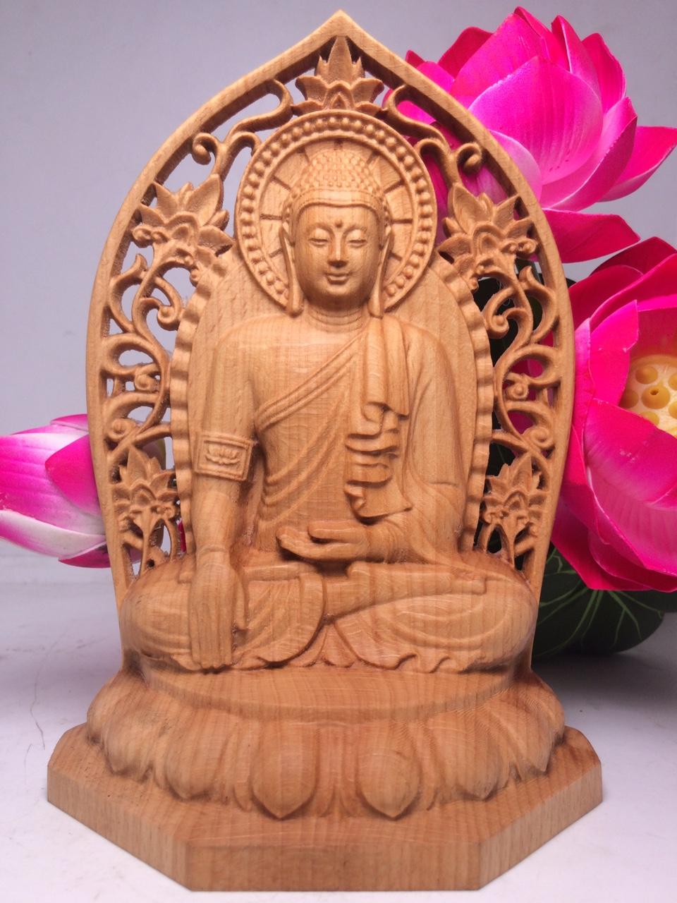 Hình ảnh tượng Đức Phật Thích Ca bằng gỗ