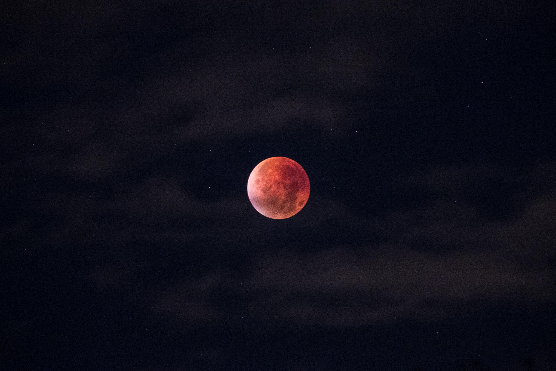 Hình nền đen trăng máu