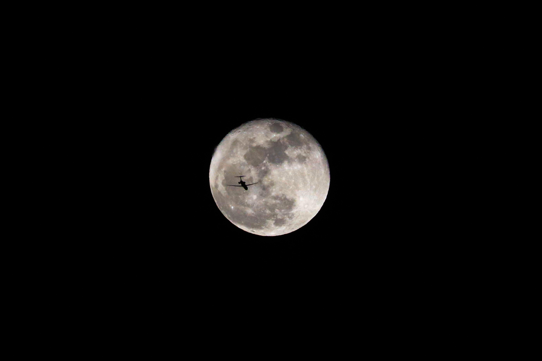 Hình nền mặt trăng nền đen đẹp nhất