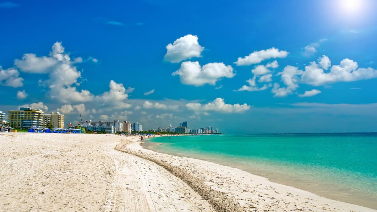 Ảnh phong cảnh đẹp với bờ biển cát trắng