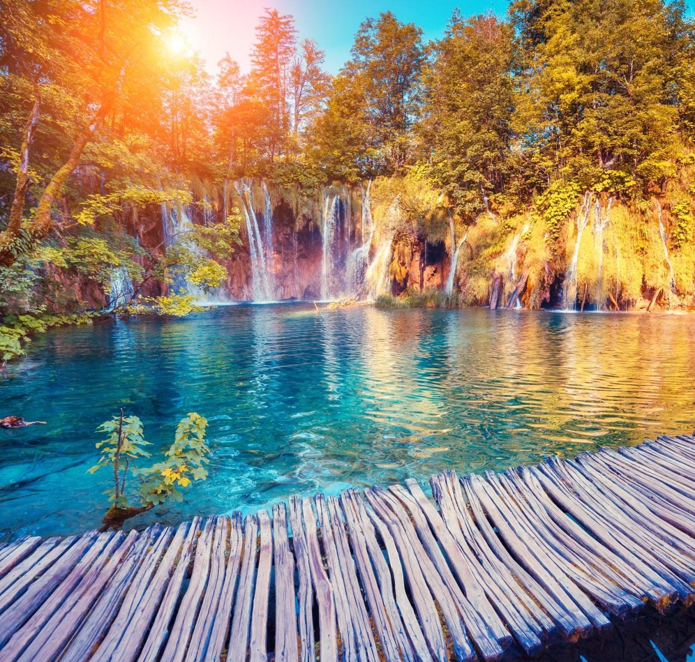 Cảnh đẹp hồ nước thiên nhiên sặc sỡ