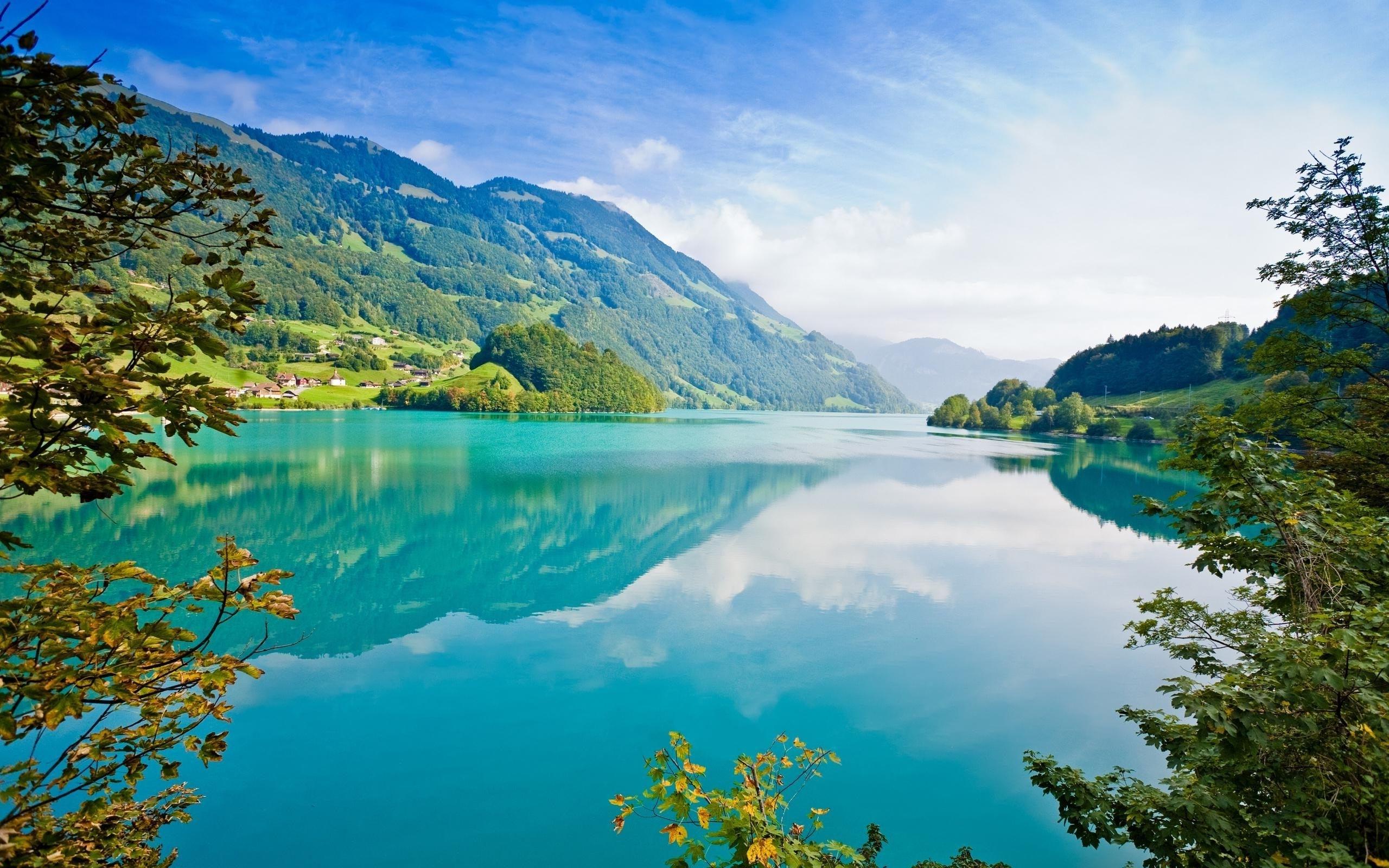 Cảnh đẹp thiên nhiên mặt hồ trong xanh
