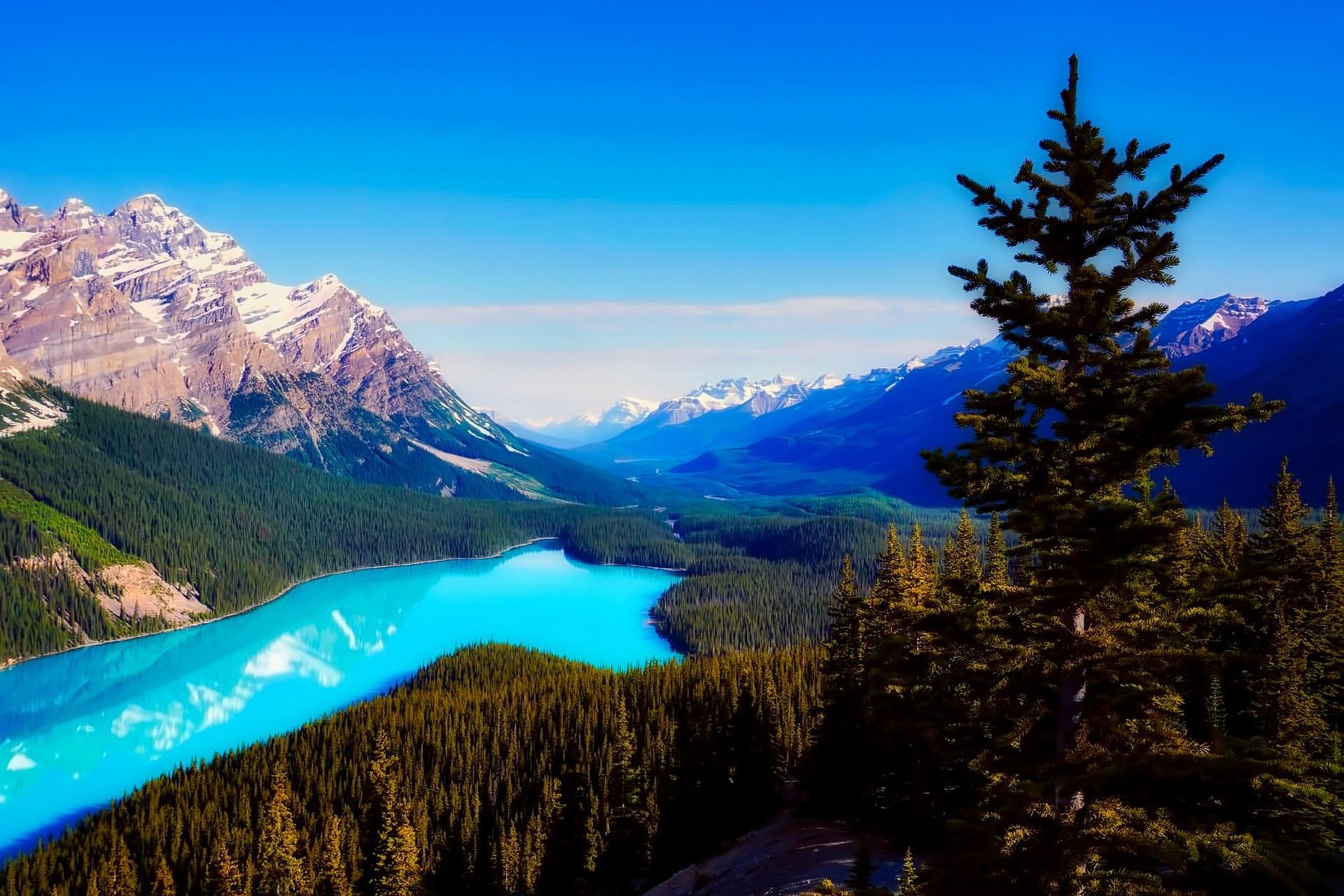 Cảnh thiên nhiên rất đẹp hồ xanh trên núi cao