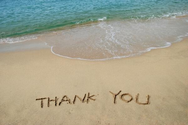 Hình ảnh chữ cảm ơn vẽ trên bờ cát