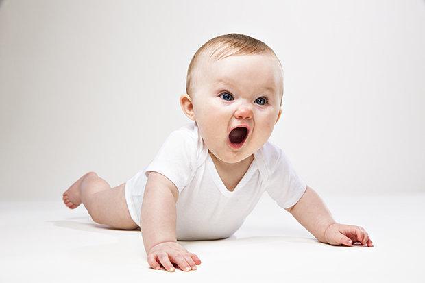 Hình ảnh em bé giận dữ đáng yêu