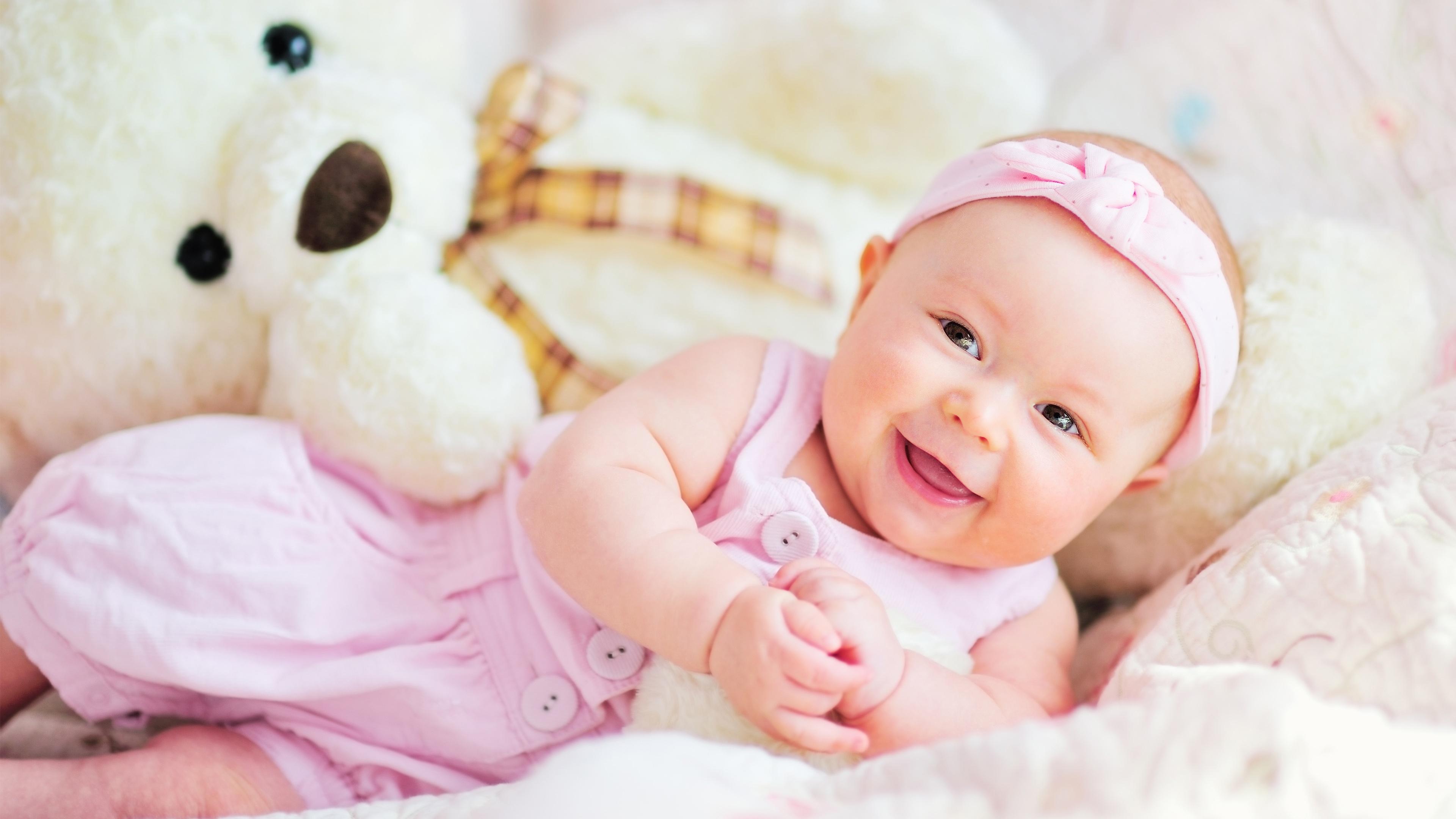 Hình ảnh em bé vui nhộn
