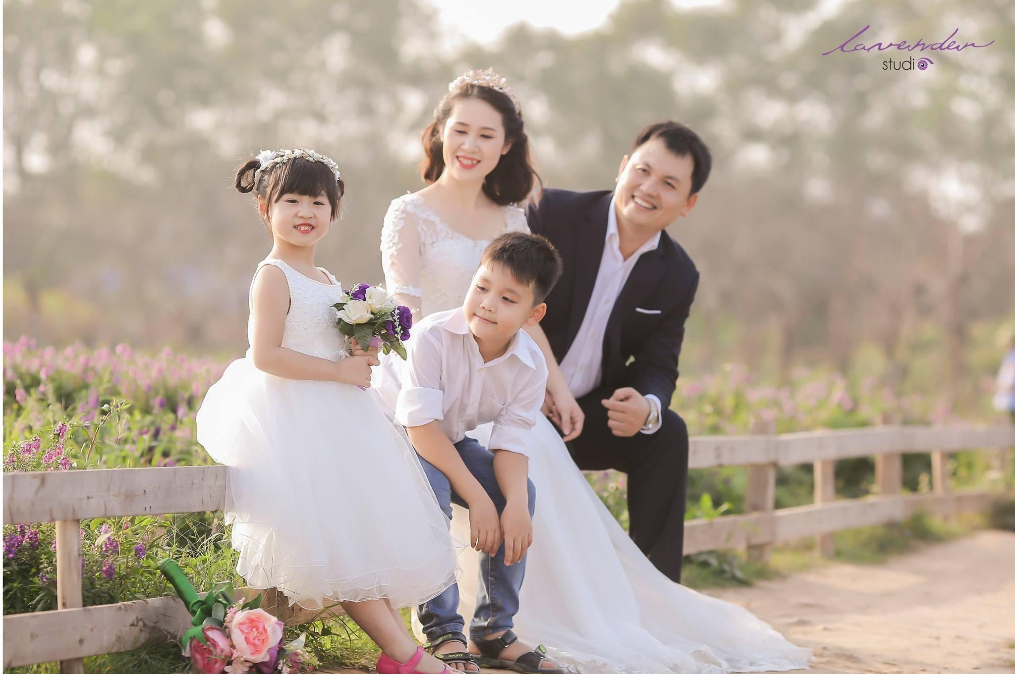 Ảnh chụp gia đình bốn người