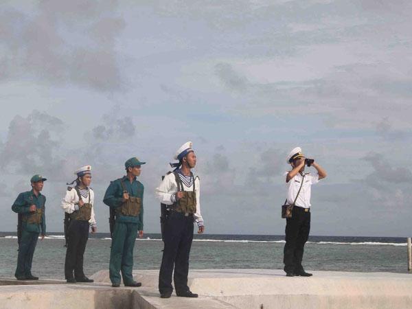 Hình ảnh chú bộ đội hải quân ngoài đảo